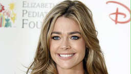 Denise Richards adoptiert ein Baby