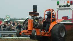 Tractor Pulling - 9000 PS geben Gas